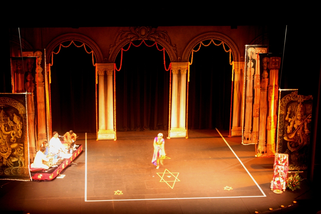 Stage decor dance concert stage decor backdrops for Arangetram stage decoration ideas